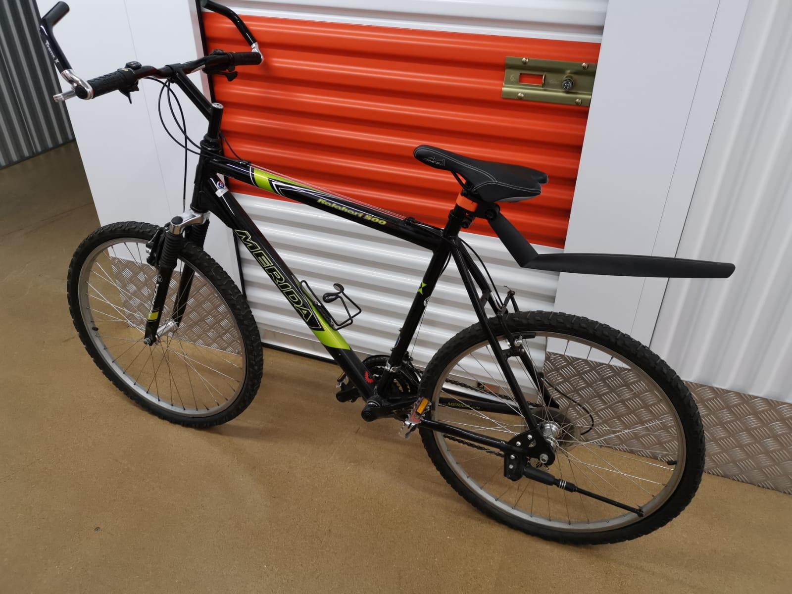 Stoere zwarte mountainbike