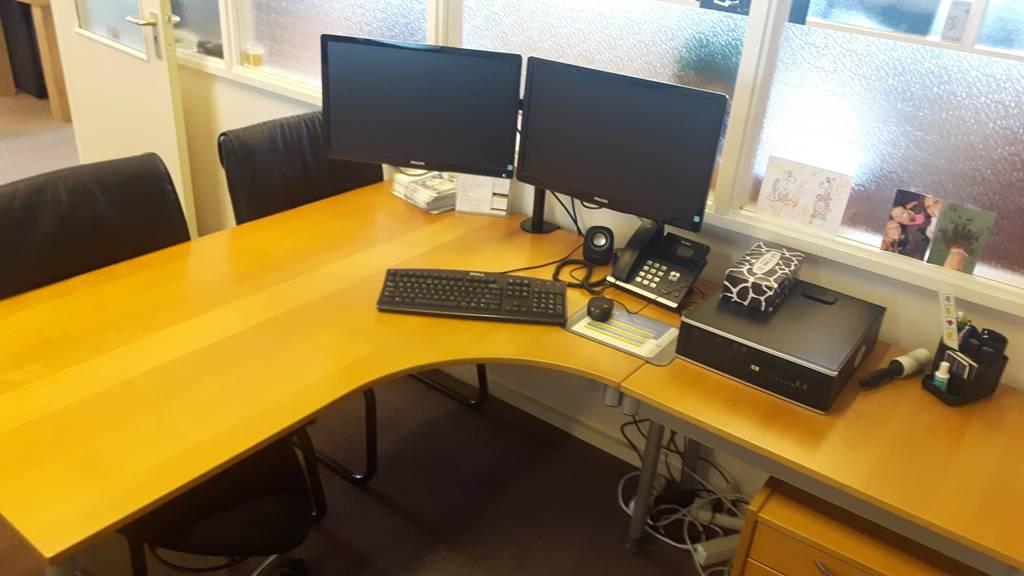 Bureaus voor kantoor of thuis. Koopje!