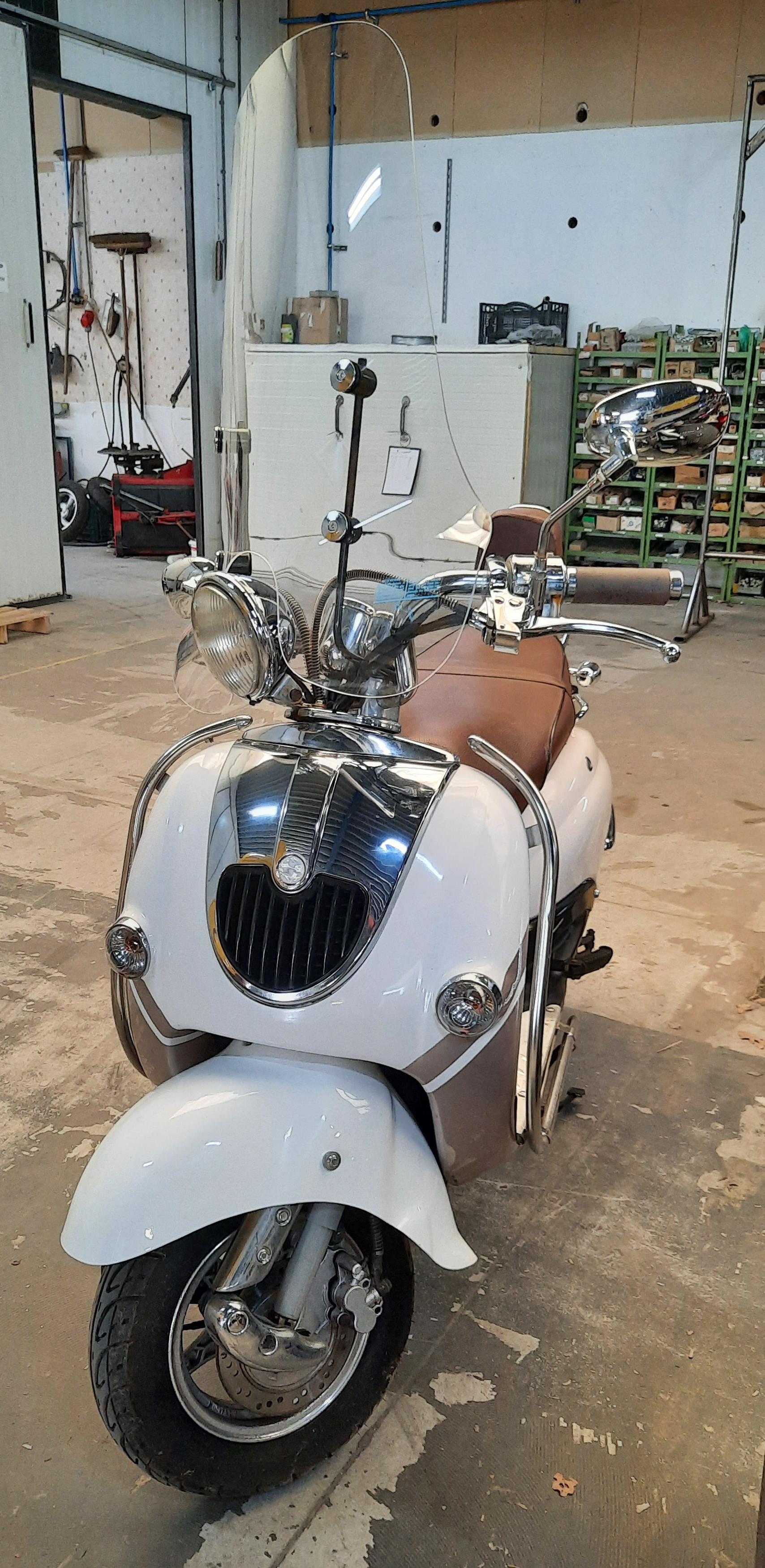 Retro scooter 25km